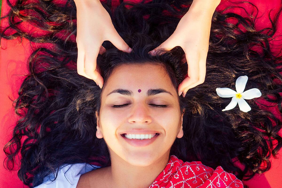 Masáž hlavy je príjemná terapia