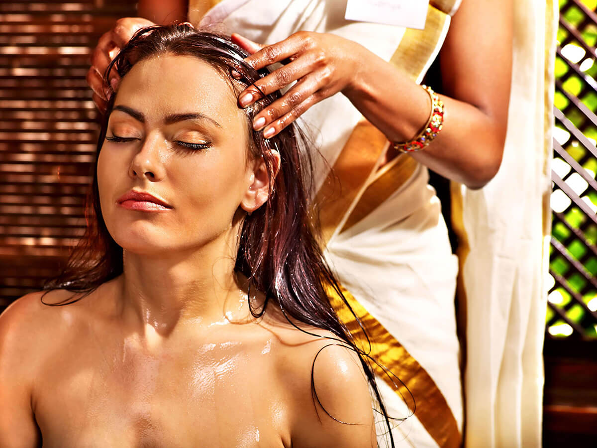 Pri masáži hlavy môžeme použiť olej