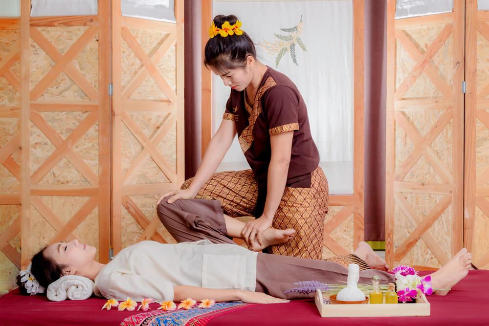 Thajská masáž pracuje s energetickými dráhami