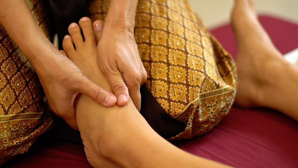 Thajská masáž sa začína od nôh