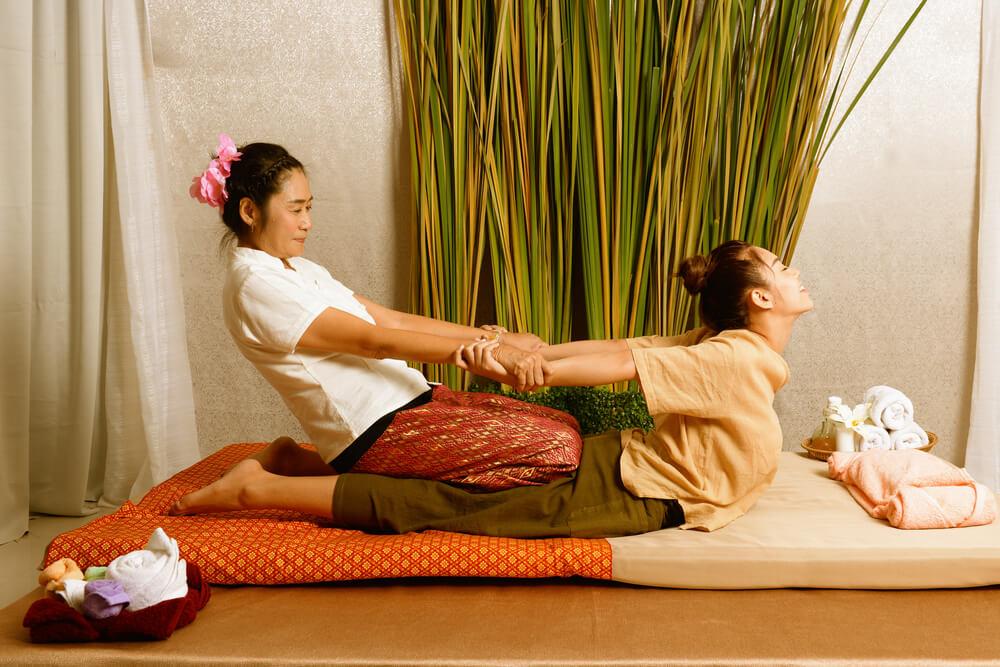 Pri thajskej masáži sa masíruje celé telo